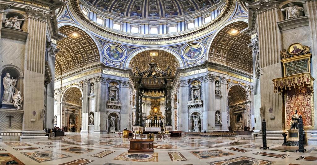 Binnekant van die St Peters Katedraal