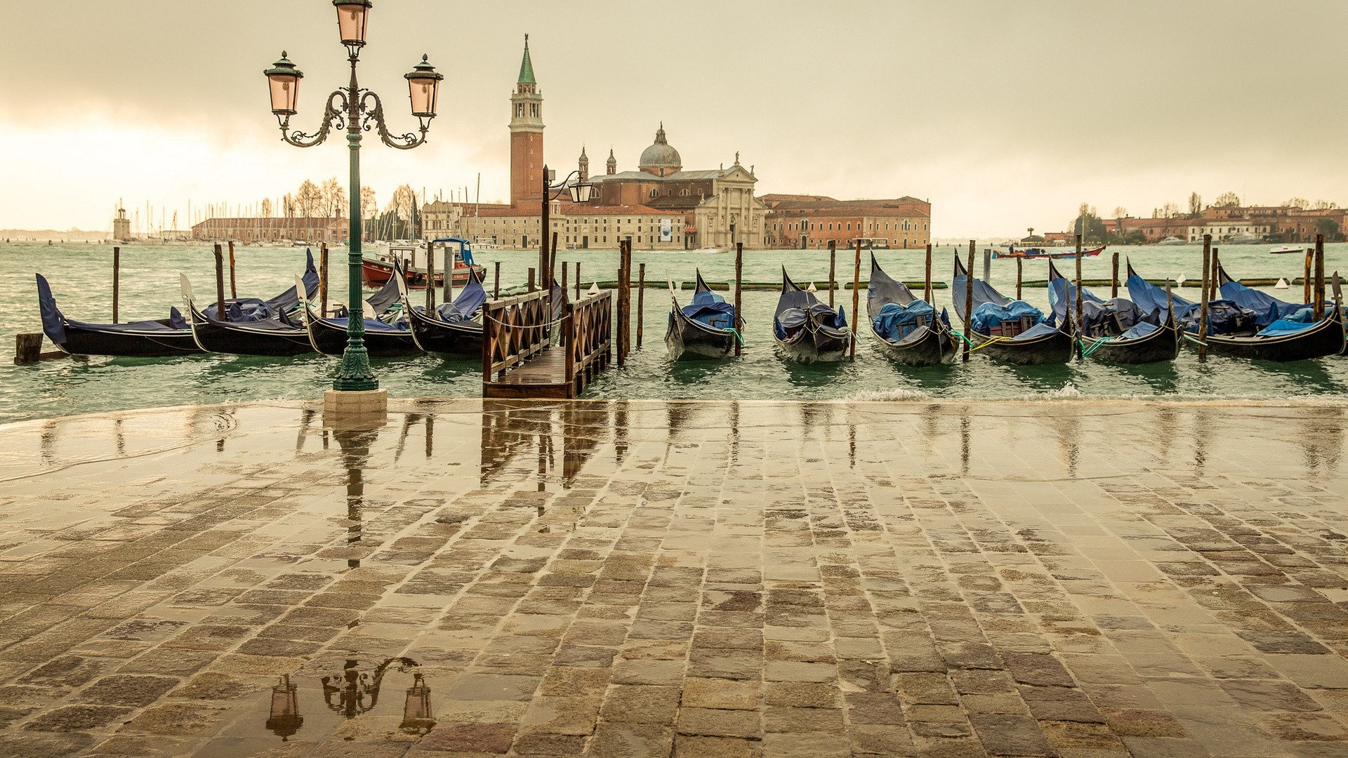 cityscapes-lanterns-boats-venice-italy_www-paperhi-com_72